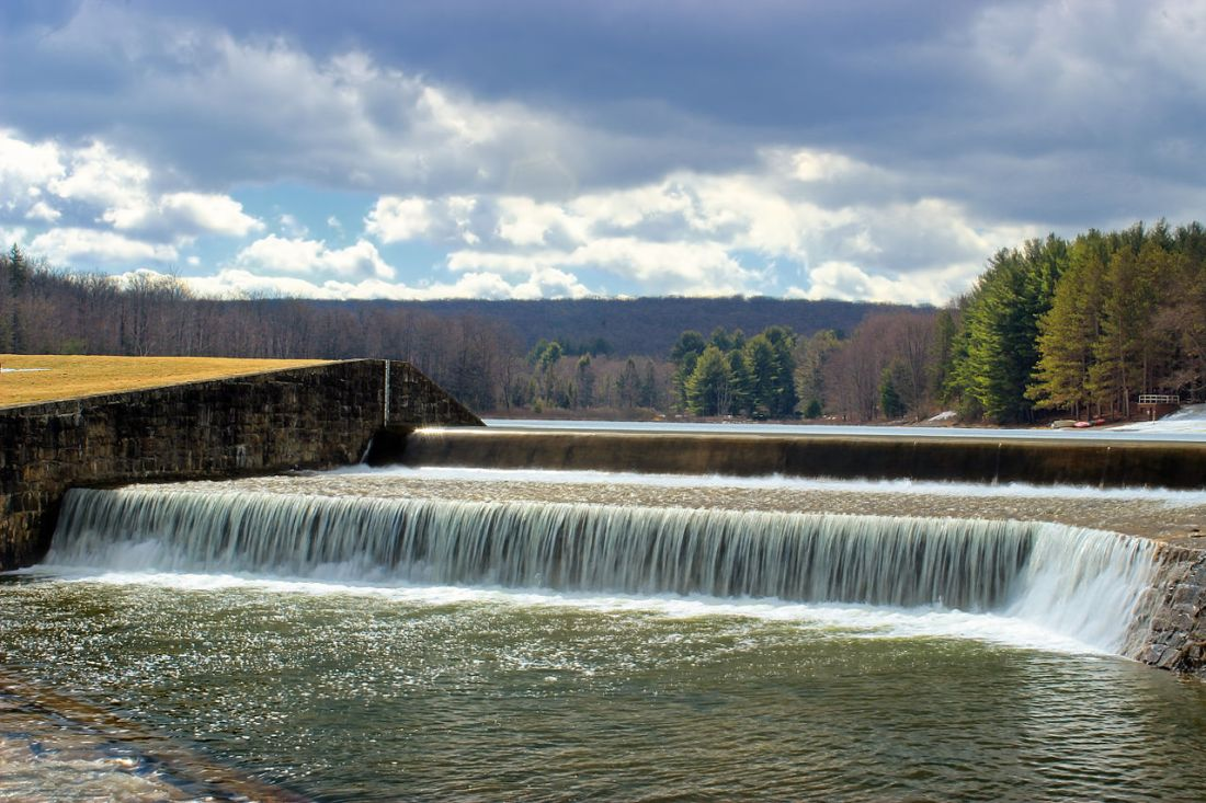 Dam_at_Parker_Dam_State_Park