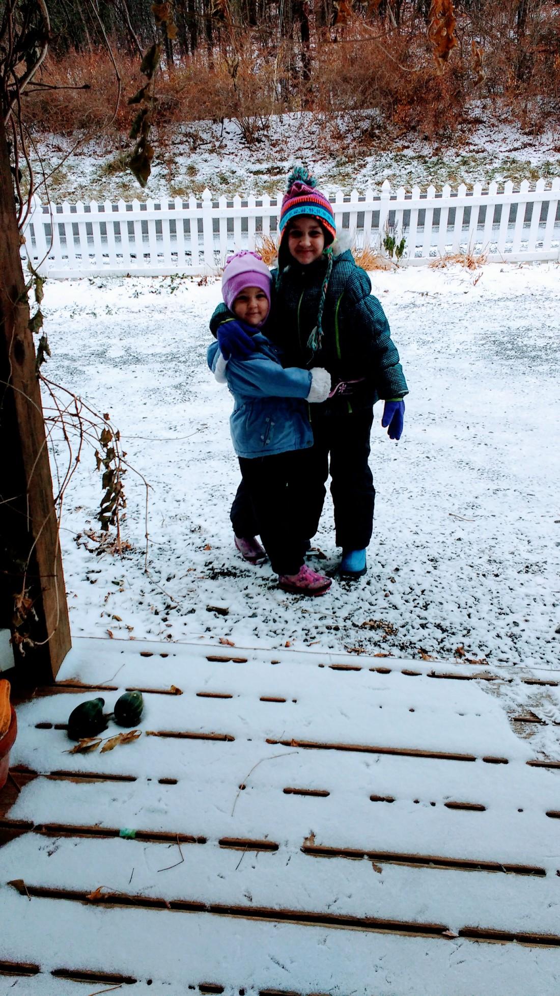 girls-in-snow
