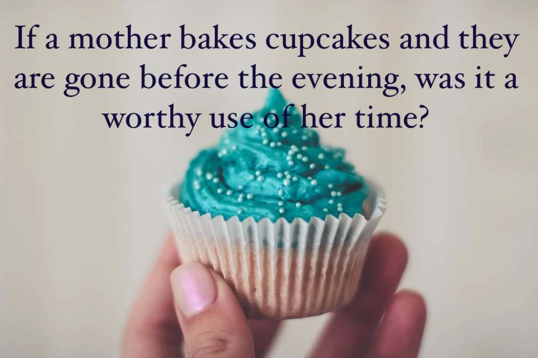 mother-bakes-cupcakes